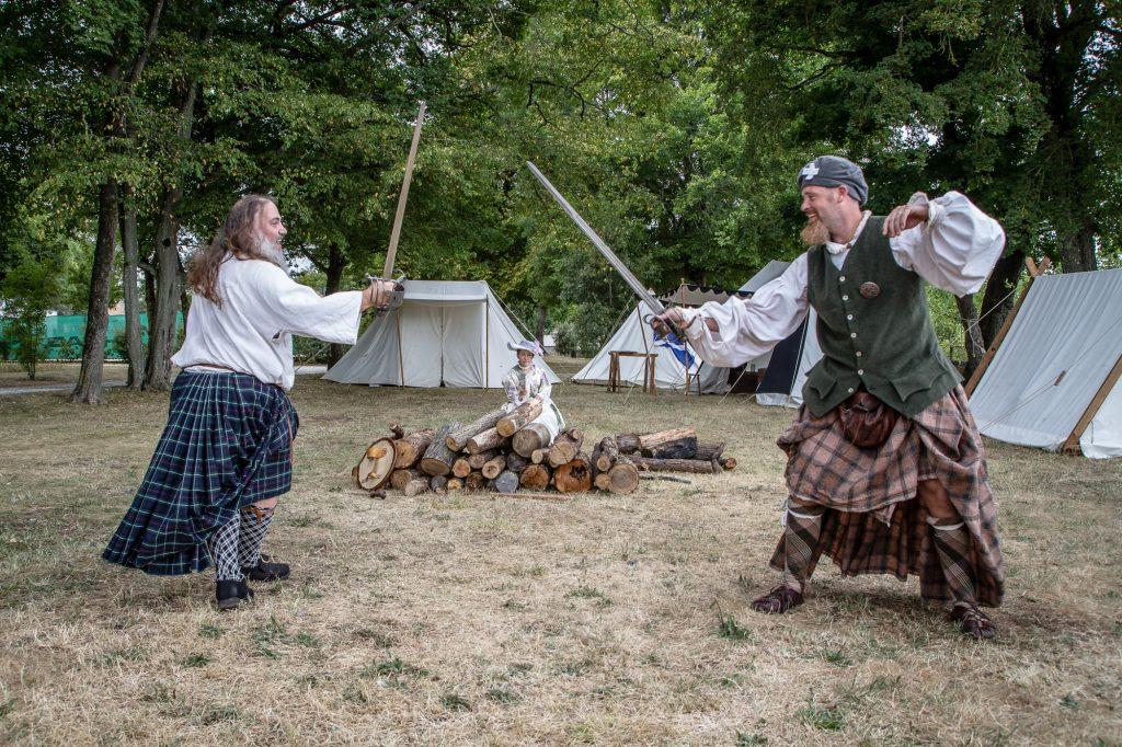 Saor Alba - 2 highlanders du XVIIIeme siècle s'entraînant