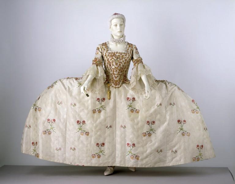 mantua tissage 1748-1750 (Spitalfields) assemblage 1760-1770. Victoria and Albert museum de Londres