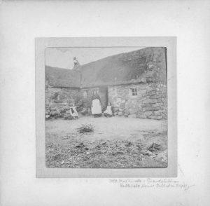 Bella MacDonald devant Leanach - avant 1912