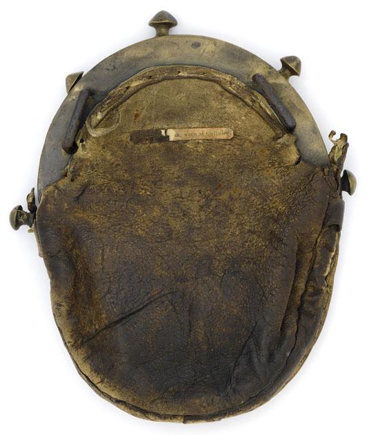 sporran retrouvé à Culloden - Peau de cerf et laiton - face arrière - musée de Glasgow - ref: E.1940.45.dg