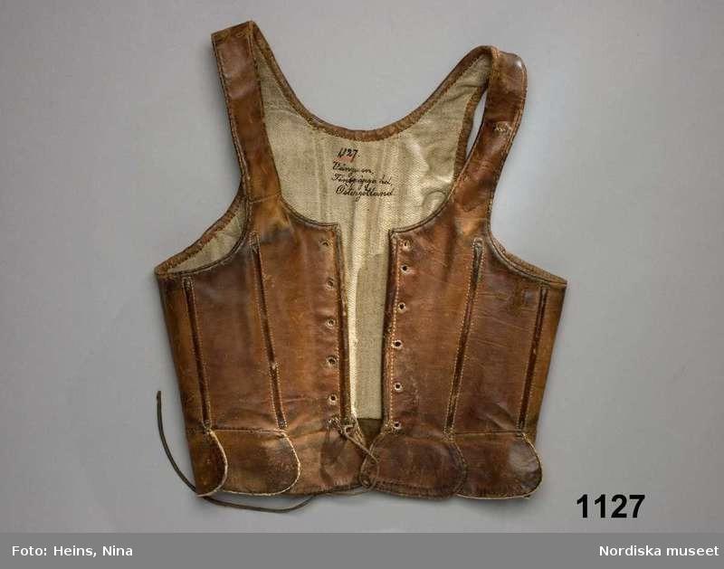 Stays en cuir de veau - 1780-1820 - Nordiska Museet (ref NM.0001127)