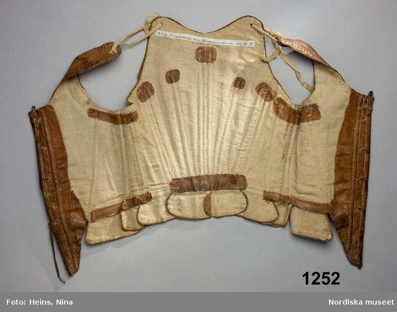 Stays en cuir de veau - 1750 - Nordiska Museet (ref NM.0001252)