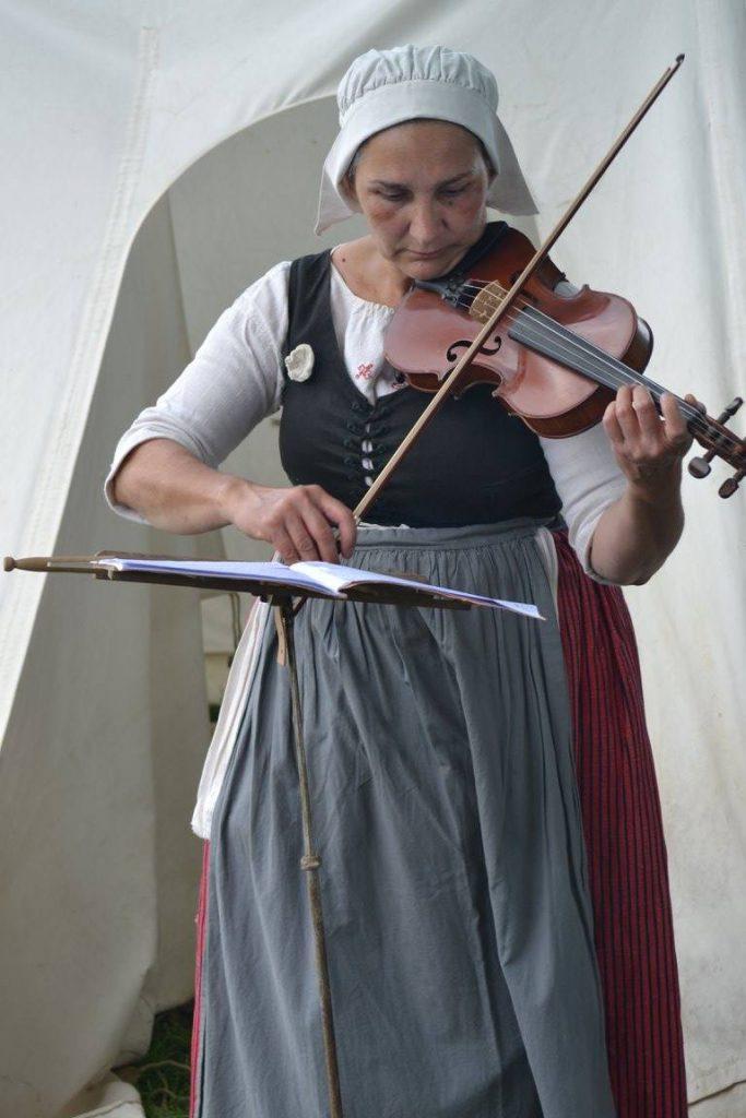 Jane et son violon - Photo : Michael Botton
