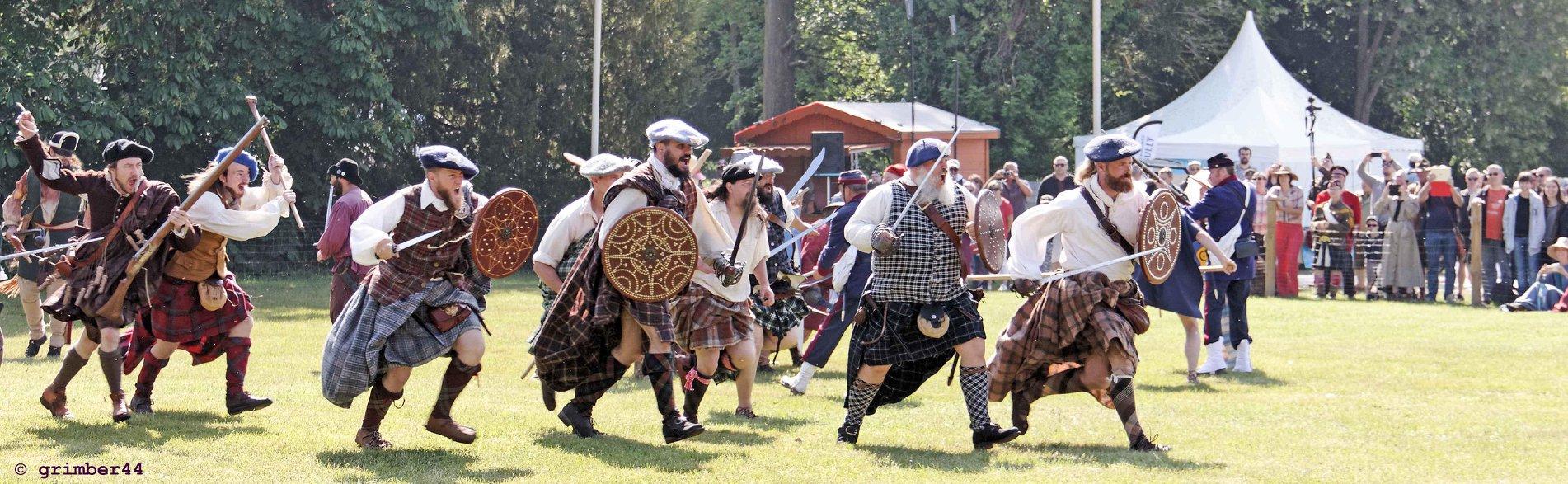 Highland Charge par Saor Alba lors des Heures Historiques de Sully sur Loire 2018 (multi-époque), auteur : Bernard Grimaud