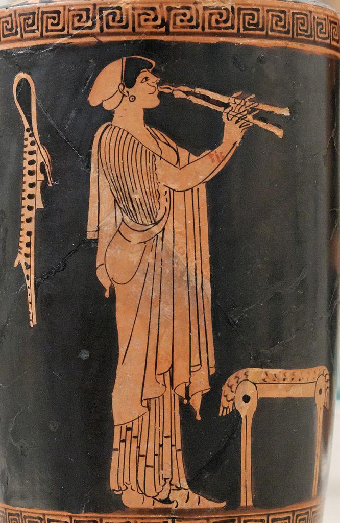 joueuse d'aulos double. (Poterie attique à figures rouges. Vers 480 av. J.-C.)
