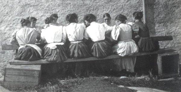 Foulage de la laine sur l'île d'Eriskay en 1889