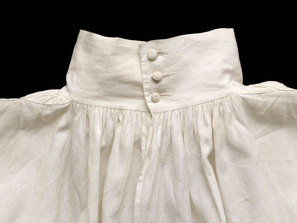 chemise en lin - Angleterre - 1700/1720 - V&A museum - Ref.T.356-1980