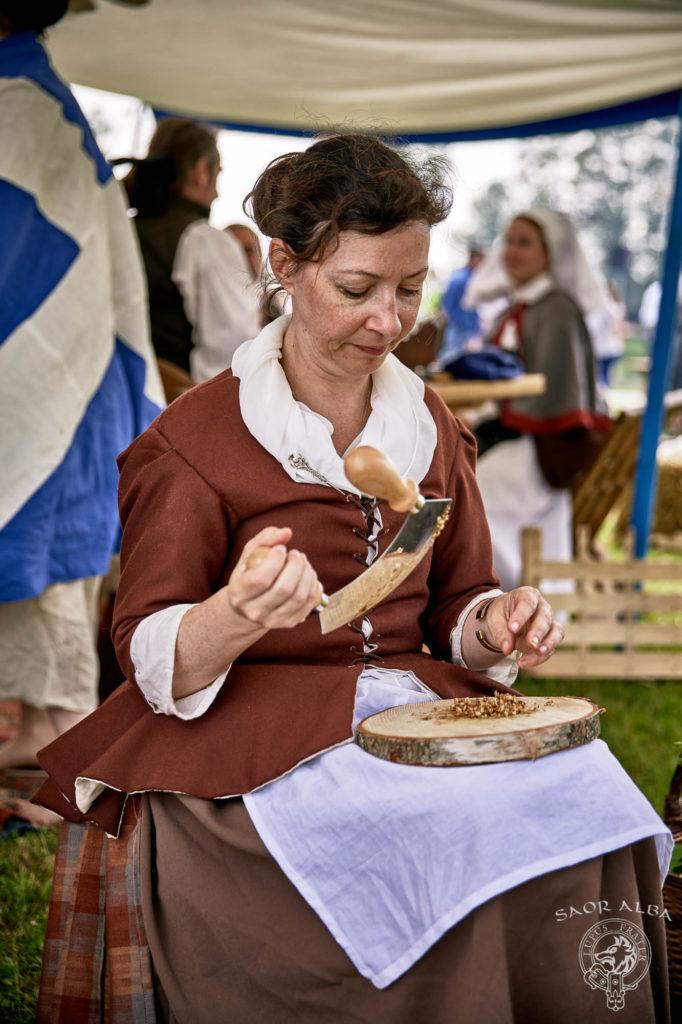 une soigneuse du XVIIIe siècle - Saor Alba à Sully sur Loire - Photo par Vectan Prod