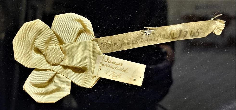 Cocarde blanche portée par le capitaine James MacDonald, 1745 - Glencoe Folk Museum