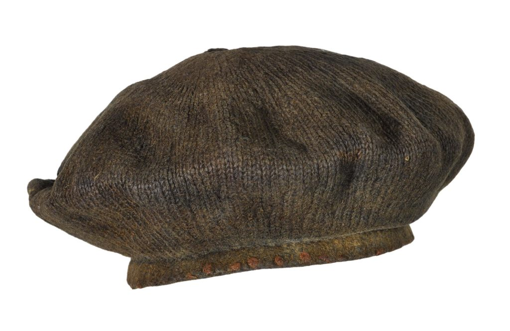 Rare pièce muséale d'un béret du début du XVIIIe siècle, le béret de Arnish Moor, retrouvé dans une tourbière.